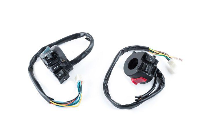 Купить Блоки кнопок руля (пара)   4T CH250   (с кнопкой аварийного сигнала)   (черные)   XVP в Интернет-Магазине LIMOTO